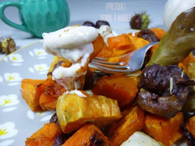 Mêlée de potimarron, légumes racines et châtaignes rôtis aux herbes et sauce sésame