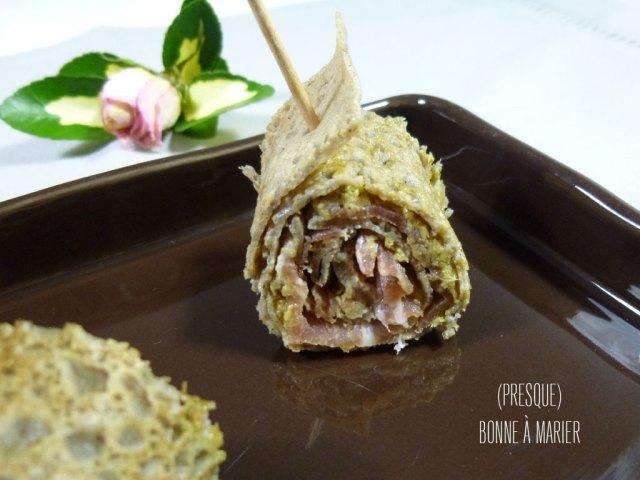 Roulés de sarrasin, tapenade et jambon cru pour l'apéro