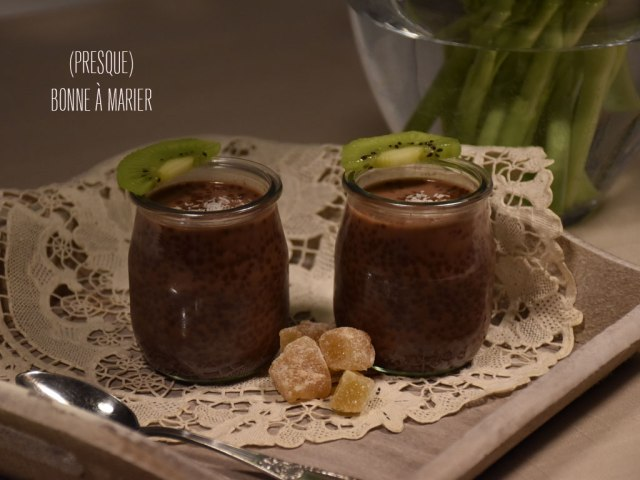 Porridge de graines de chia au cacao et coco
