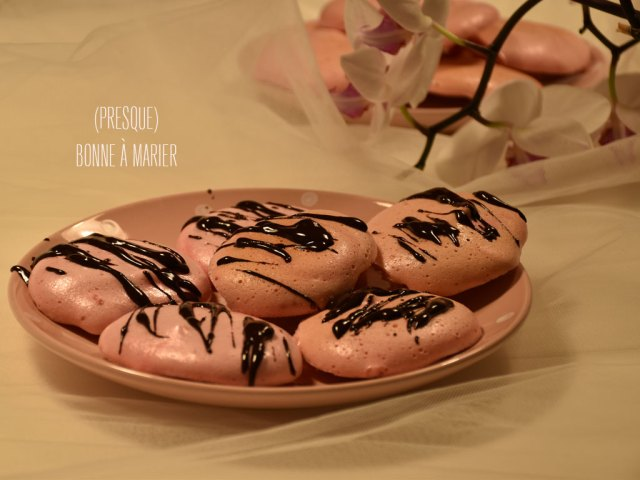 Girly meringues zébrées au chocolat vegan sans œuf