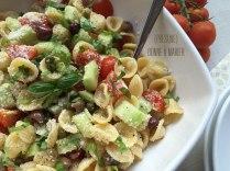 Salade d'orecchiette aux tomates cerises, olives de Kalamata et parmesan