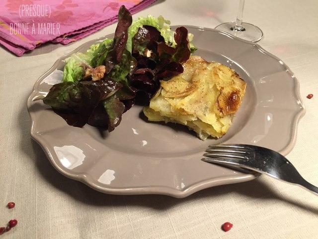 Gratin de pommes de terre au roquefort et aux baies roses