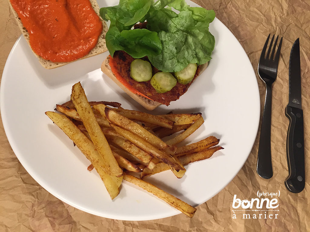 Burgers végétariens d'haricots rouges et blancs sauce piquillos
