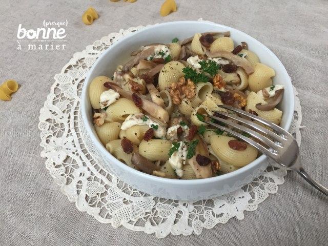 Pâtes aux champignons pleurotes, noix et raisins secs