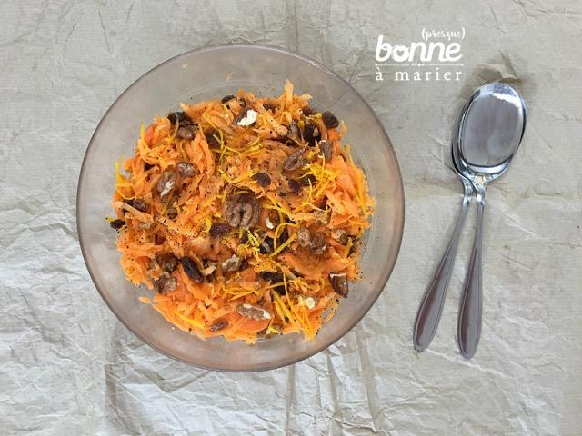 Salade sucrée salée de carottes aux oranges, noix et raisins secs