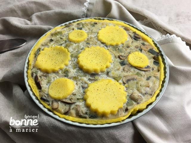 Tarte à la fondue de poireaux et champignons sur pâte de polenta