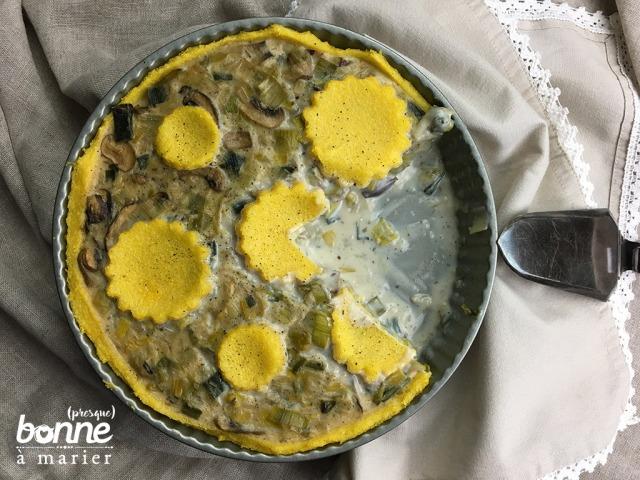 Tarte à la fondue de poireaux et champignons sur « pâte » de polenta