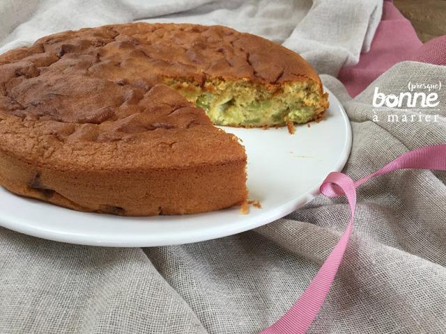 Gâteau moelleux à la rhubarbe et aux amandes