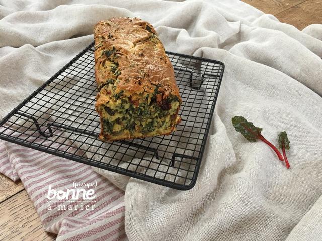 Cake aux bettes, roquefort et tomates séchées