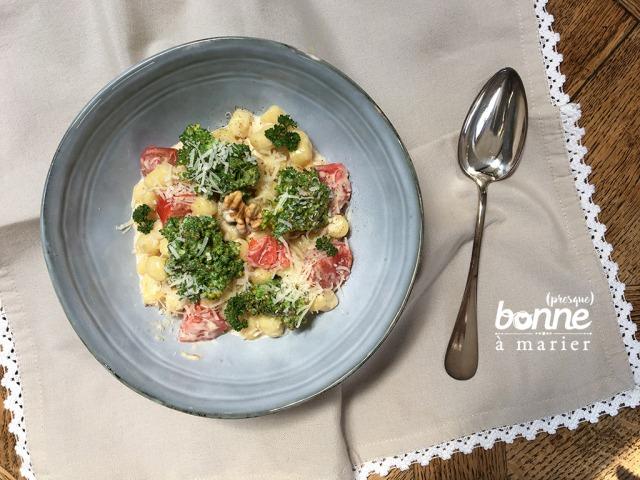 Gnocchis au brocoli, crème de parmesan et noix