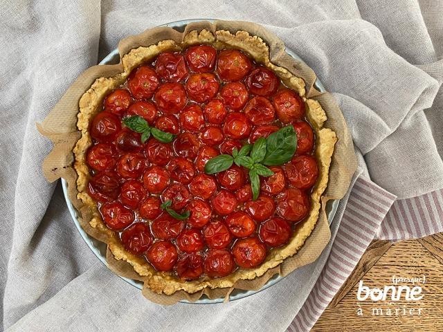 Tarte aux tomates cerises caramel balsamique pâte sablée au parmesan et aux herbes de Provence
