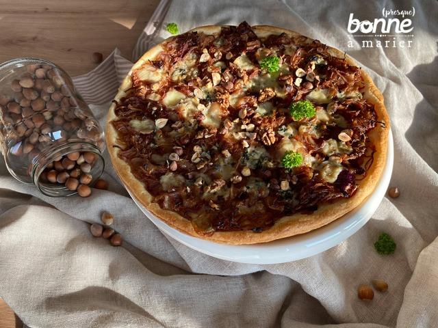 Tarte feuilletée aux oignons, roquefort et noix
