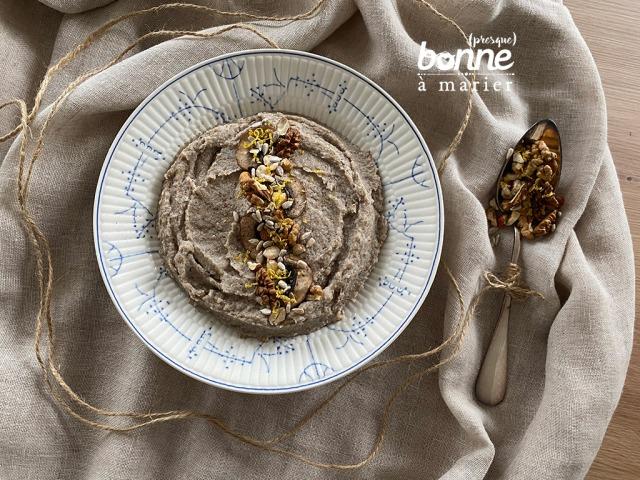 Purée de champignons, céleri et sarrasin, croquant de noix et graines