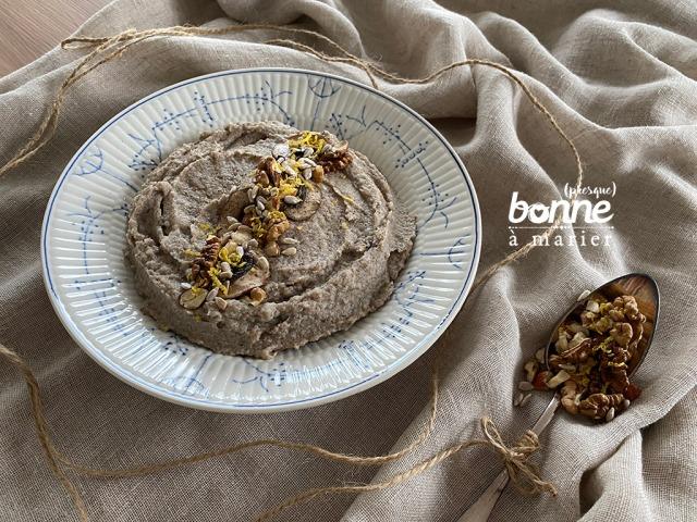 Purée de champignons, céleri et sarrasin, topping noix et graines